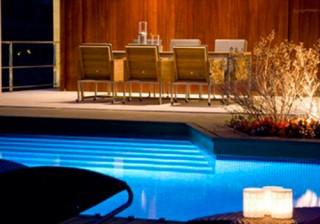 Iluminación de piscina por fibra óptica