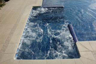 Spa integrado en piscina