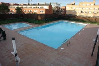 Doble piscina comunitaria