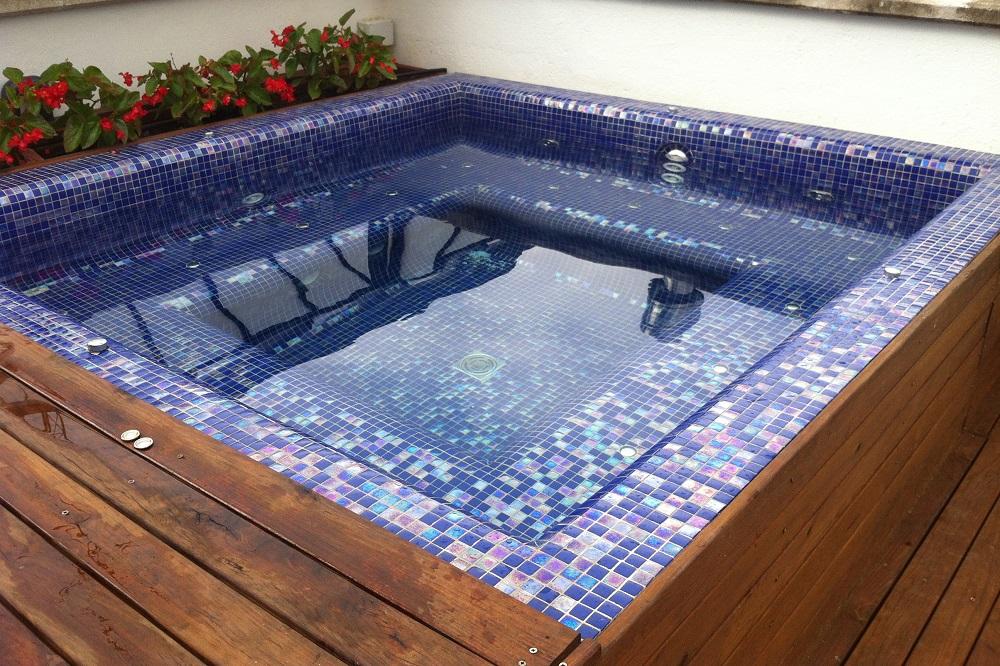Piscina Con Jacuzzi Exterior.Spas Aquanet Especialistas En Construccion Reformas Y